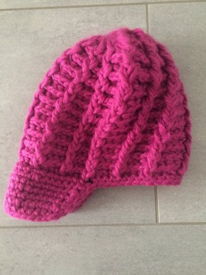 Charles Vögele Crochet Cap magenta polyacrylic