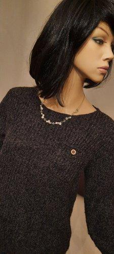 Hailys - Sweater mit kleiner Brusttasche (mit Knopfverschluss)