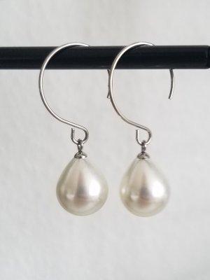 Halboffene Creolen mit weißer Tropfen-förmiger Perle (Silberfarben)