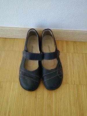 Halbschuhe im Sandalen-Look