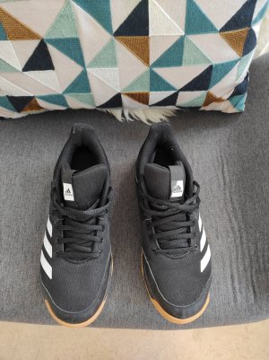 Hallensportschuhe von Adidas