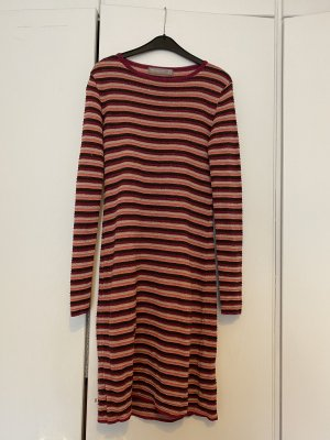 Hallhuber, gestreiftes Kleid