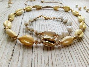 Collier de coquillages beige-blanc soie