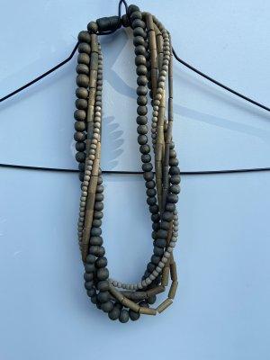 Halskette aus Holzperlen
