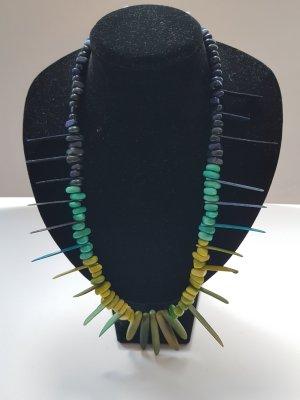 Halskette aus Taguaperlen