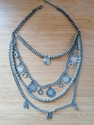 Halskette in silverfarbe