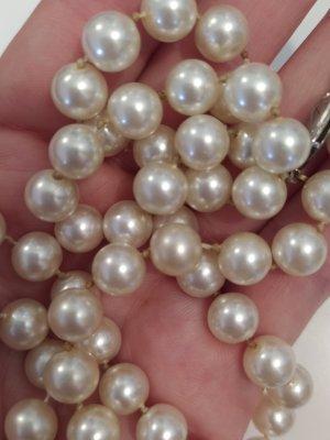 Collar de perlas color plata-crema