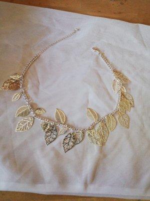 Halskette mit Blättern