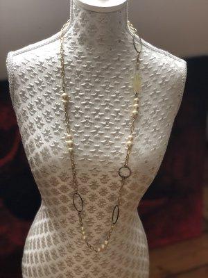 Halskette mit Modeschmuckperlen