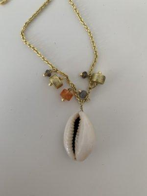 Collar de conchas color oro-beige claro