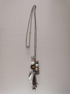 Halskette mit Schmuckperlen