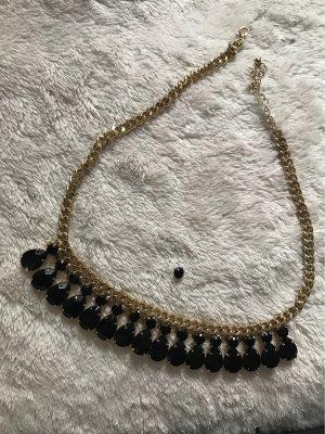 Halskette mit schwarzen Steinen