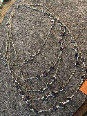 Halskette mit Steinen