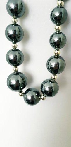 Halskette mit XXLgrossen Perlen