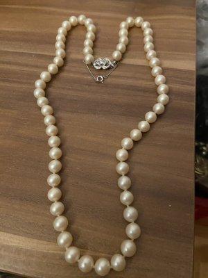 Collana di conchiglie bianco-argento