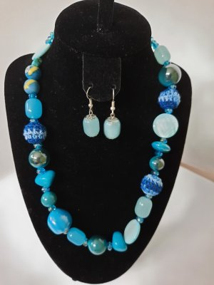 Collier bleu clair-bleu