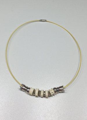 Halsreif mit silbernen Perlen und Knochenscheiben, 46 cm lang