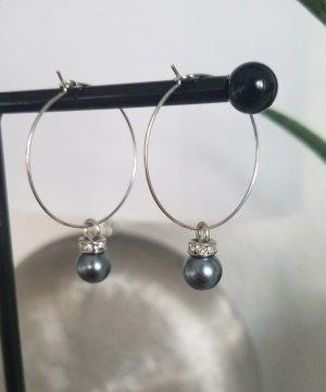 Handgemachte Kreolen mit grauer Perle (Silberfarben)