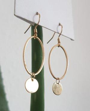 Handgemachte Ohrhänger mit goldenen Details