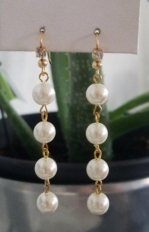 Handgemachte Ohrhänger mit weißen Perlen (Goldfarben)