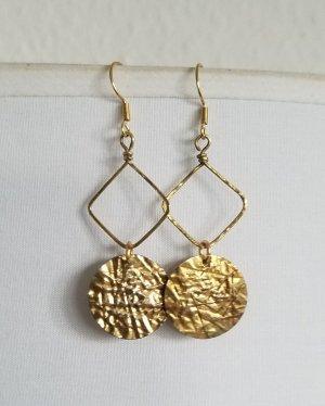 Handgemachte Ohrringe mit goldenem Plättchen-Anhänger