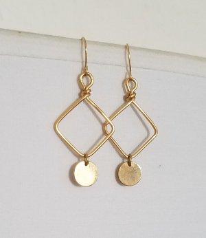 Handgemachte Ohrringe mit Plättchen (Goldfarben)