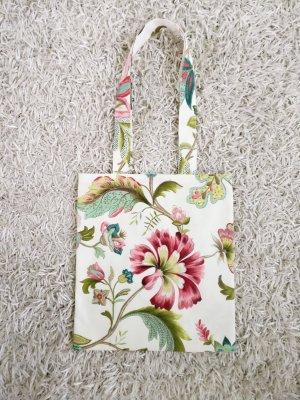 Handgemachte Stofftasche mit Blumenmuster