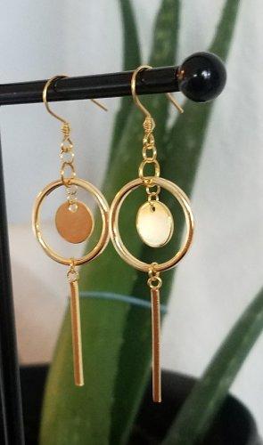 Handgemachter Statement-Ohrring mit Kreisen und Stäbchen (Goldfarben)