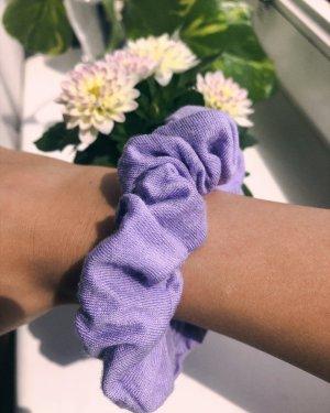Handgemachtes Lavendel farbenes Scrunchie