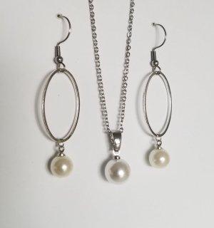 Handgemachtes Set aus Kette und Ohrhängern (Silberfarben)