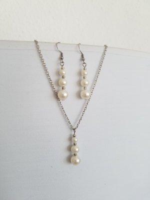 Handgemachtes Set aus Kette und Ohrringe mit weißen Perlen (Silberfarben)