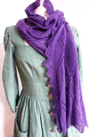 Handgestrickter Schal aus weicher Wolle