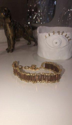 Brazalete de perlas color bronce