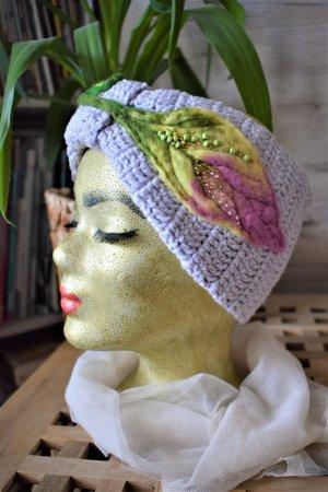 Handmade Crochet Stirmband mit bestickter Filzblatt in Boho style