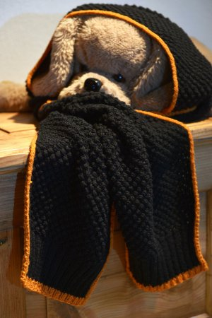 Gebreide sjaal zwart-oranje Wol