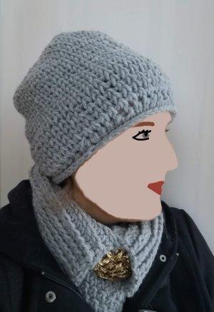 Bonnet gris acrylique