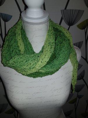 Szydełkowany szalik zielony