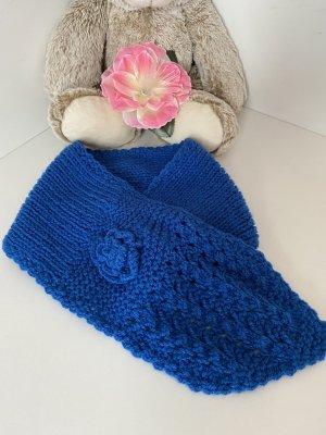 Écharpe en crochet bleu fluo