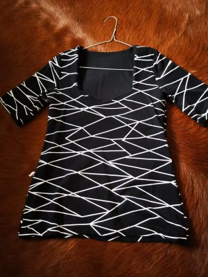 handmade V-hals shirt wit-zwart