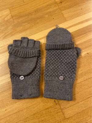 s.Oliver Knitted Gloves grey