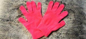 Gants en tricot rose-magenta