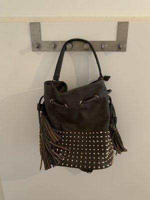 Handtasche in khaki mit goldenen Nieten