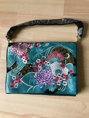 Handtasche mit metallisierten Fasern