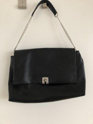 Handtasche mit silberner Kette