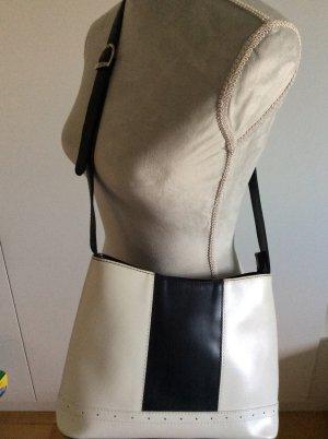 Handtasche mit verstellbarem Umhängeriemen schwarz/weiß
