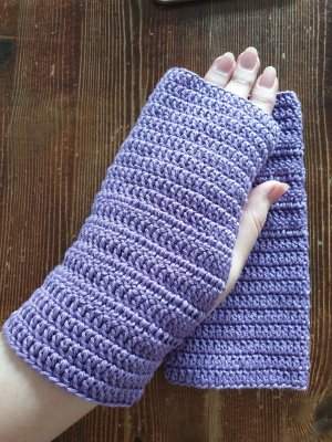 Handarbeit Fingerless Gloves dark violet-blue violet