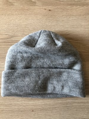H&M Divided Knitted Hat light grey