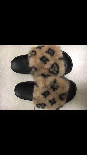 unbekannte Pantofle czarny