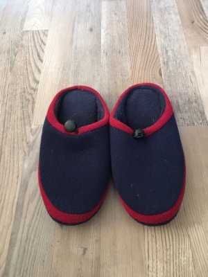 Hausschuhe in blau rot Fleece