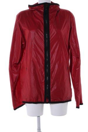 Regenjas rood-zwart casual uitstraling